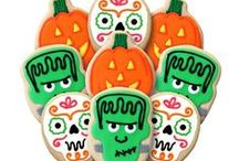 Halloween Decorated Cookie Bouquets & Gifts / Our Halloween Decorated Shortbread Cookies are made from the finest ingredients creating a buttery shortbread.  Flavored with a touch of vanilla, decorated shortbread are a delicious treat at any gathering. Halloween Parties  •  School Functions • Treat Bags •  Party Favors Our Halloween Decorated Shortbread Cookies are the perfect addition to your haunted gatherings. Enjoy them with family and friends or give them as a gift to your most special trick-or-treaters.