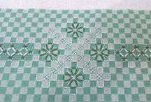 вышивка на клетчатой ткани