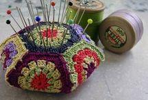 ALFINETEIRO DE CROCHÊ (Crochet Pincushion)  / ALFINETEIRO DE CROCHÊ, AGULHEIRO E AFINS...