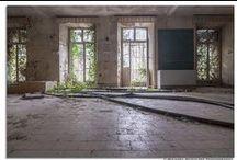 Verlassen und nicht mehr existent / Architektur, Gebäude, die verlassen wurden und zum Teil inzwischen abgerissen sind.