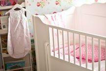 Babybett und schlafen