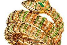 Tiempo y Joyas Mujer / Los accesorios más deseados, refinados y exclusivos. Lo mejor y más actual en moda y lujo para mujeres. Relojes y joyas. Joyeria y relojes finos de las mejores marcas.