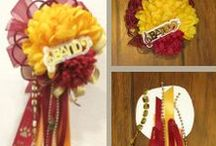 Homecoming mums / Homecoming mum tutorials and ideas. DIY Homecoming Mums save money and are fun to make. Plus, you can make exactly what you want!