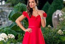 Rochii de seara lungi / Rochii de seara lungi si elegante pentru evenimente speciale din viata ta. Daca urmeaza sa mergi la o nunta, la un botez sau la un alt eveniment de gala aici e locul de unde te poti inspira pentru noua ta rochie