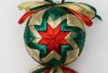 BOLAS Y PIÑAS NAVIDEÑAS / Como elaborar hermosas bolas y piñas para decorar la navidad. / by Maria Victoria