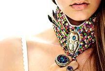 Choker / Tendência | Gargantilha Trend | Choker http://urbanglamourous.wordpress.com/2014/12/09/tendencia-gargantilha/ https://www.facebook.com/urbanglamourous #Acessórios, #Autumn, #Choker, #Fashion, #Gargantilha, #Moda, #Outono, #Inverno, #Roupa, #Winter, #Trend