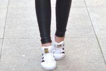 White Sneakers / Caminhar em Branco Podendo adaptá-los a vários estilos, esta cor de ténis requer uns cuidados especiais para se manterem como novos. Cuide bem dos seus ténis que eles cuidarão bem dos seus looks. https://urbanglamourous.wordpress.com/…/17/caminhar-em-bra…/ #adidas, #Ash, #Casadei, #Converse, #Fashion, #GiuseppeZanotti, #Grenson, #MarcJacobs, #Moda, #NewBalance, #NIKE, #Puma, #Reebok, #Sneakers, #style, #Ténis