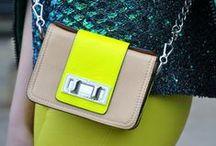 Trend | Tyni Bags / https://urbanglamourous.wordpress.com/…/tendencia-mini-mala/ #Acessórios, #Acessories, #Bolsa, #Fashion, #MiniMala, #Moda, #Tendência, #TinyBag, #Trend