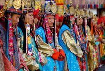Fêtes traditionnelles / Des fêtes traditionnelles et des évènements culturels hors normes à travers le monde. On vous emmène découvrir des traditions, rites, cérémonie haute en couleurs.