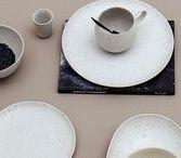 Art de la table / Transformez votre table et subjuguez vos convives grâce à les-esthetes.com. Profitez de notre offre variée d'assiettes, de verres ou encore de couverts.