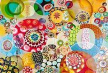 Trames et motifs / Des bouts de mondes en couleurs qui tissent une trame, une toile, un fond de couleurs... tout ça pour émerveiller et donner l'envie de faire et de faire faire....