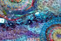 Fil,  mailles, noeuds, tresses / Tisser, tresser, nouer, coudre, filer, teindre, étendre, coller, crocheter, tricoter...