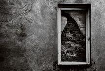 Portes secrète, fenêtres closes....en attente de délivrance