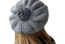 Čiapky - baretky / Hačkované, pletené čiapky baretkoveho strihu