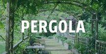 Pergola bauen / Die Pergola lässt sich aus Holz, Stein oder Eisen bauen. Holzbauten sind die natürlichsten. Überlegt erbaut vereinen sie Funktionalität mit Schönheit.