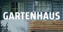 Gartenhaus bauen / Die altmodische Gartenlaube hat zwar ihren Charme beibehalten, das moderne Gartenhaus bietet aber viel mehr als nur Abstellfläche. Das Gartenhaus ist zum Rückzugsort geworden. Vor allem architektonisch sind bei den kleinen Bauwerken kaum Grenzen gesetzt. Die Materialien wie Holz, Stein oder Metall lassen sich auf das Gesamtambiente des Gartens toll abstimmen.