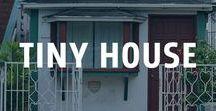 Tiny House / Das perfekte Zuhause braucht nicht immer fünf Schlafzimmer. Die liebgewonnenen Besitztümer finden auch im Tiny Home ihren Platz. Durch die Flexibilität der Bauweise lassen sich diese winzigen Häuser ganz individuell planen und aus jedem Quadratmeter wird echte Lebensqualität kreiert.