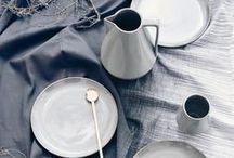 Tabletops ♥ dhal / Wunderschöne Inspirationen aus der Vogelperspektive. Wir lieben die tollen Geschirr Stile, die natürlichen Materialien und die tollen Farben. ♥