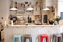 Cosy cafés and coffee shops / Espacios cálidos / Warmy and cosy cafés around the world we'd love to go to.   Lugares cálidos del mundo adonde nos gustaría ir.