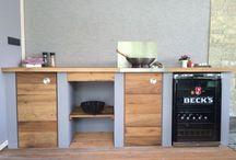 Outdoor Kitchen / Kleine Outdoor Küchenzeile, eine Kombination aus alter Eiche und modernen Werkstoffen.