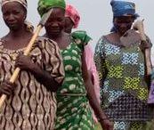 Mujeres que mueven el mundo / La mujer es para Taller de Solidaridad, capaz de conseguir sus metas y sueños, sus anhelos y deseos. Sin embargo, a veces, sólo necesita un entorno favorecedor o un pequeño empujón que la empodere y que la coloque en una mejor posición de salida.  La mujer es un claro exponente de producción y riqueza por su capacidad de generar comunidad y ver abundancia. Invertir en la mujer es un valor seguro.