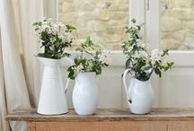 Farmhouse Decor / Inspiration for decorating in farmhouse style.
