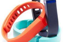 Fitbit / Inteligentne urządzenia ukryte w stylowej opasce lub klipsie monitorujące Twoją aktywność fizyczną i sen.