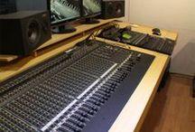Nosso estúdio / Sala técnica de áudio.