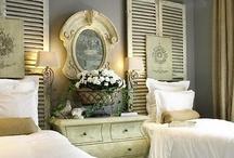 Bedroom / Un lieu cocon, pour se reposer, lire, dormir, paresser, méditer, réfléchir, reprendre des forces, se réchauffer, et ... Rêver