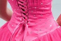 Pink weddings/dresses/cakes-fab!
