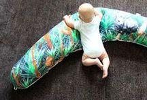 maternity pillow // von ERIKA / #beautiful #textiles #baby #photography #illustration #organic #fair #product #squirrel #pine #bark #fawn #moss #nursingpillow #maternity #pillow #vegan #gots // #fotografie #zeichnung #stillkissen #nestchen #lagerungskissen #öko #bio #stillkissen #pinie #rinde #eichhörnchen #moos #kitz