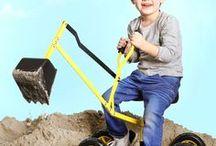 Zandbak speelgoed / De favoriete plaats van ieder peuter en kleuter: de zandbak! Bij Lobbes vind je zandbakken en allerlei speelgoed o.a van het merk WADER. Wader staat bekend om zijn kunststoffen speelgoed van hoge kwaliteit. Meerdere generaties hebben gespeeld met de bekende Wader Garage of het sterke zandbakspeelgoed. Vanaf nu is het complete aanbod van Wader online verkrijgbaar bij Lobbes!