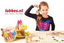 Pasen / Knutselen met pasen: een categorie vol knutselproducten in paas-thema! Eieren schilderen, paashangers knutselen, paasboeken met spelletjes en zelfs aan de slag met strijkkralen, het kan bij www.Lobbes.nl