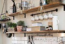 Küche einrichten / Unsere Küche braucht ein Makeover und muss dringend neu eingerichtet werden. Hier sammle ich Interior Inspiration für Küchen und Kücheneinrichtung.