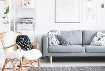 Wohnzimmer einrichten / Die schönsten Interior und Deko Trends für das Wohnzimmer, Livingroom, Sofa, Living, Interior, Cozy, Scandi, Boho, Clean, White, Blush Töne, Pantone, Kale, Greenery