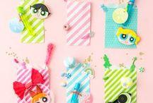 Kinderparty DIYs, Ideen, Inspiration / Hier findest Du alles für Deine nächste DIY Kinderparty: Von Dekoideen, über Snacks bis hin zu Mottoparties, Wanddeko, Tischdeko, Einladungskarten, Geschenkideen, Ballons, Cake Toppern, Girlanden, Spielzeug usw.