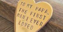 Vatertag | DIY Geschenkideen & Inspiration / coole Geschenkideen zum Vatertag. DIY Geschenke für Papa und Opa. Selbstgemachte Geschenke zum Vatertag. Geschenke für Männer. Beton, Holz, Papier, Leder. Weil selber machen einfach schöner ist als etwas zu kaufen. Man braucht nur die richtige Anleitung und Inspiration für das richtige DIY Projekt.