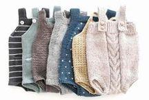 Stricken Baby & Kinder | Kleidung, Schuhe, Mützen, DIY & Inspiration / Hier findest Du tolle Anleitungen und Inspiration um Kleidung für Babys und Kinder selbst zu stricken. Egal ob Strampler, Jacke, Hose, Kleid, Mütze, Body, Stirnband, Schuhe oder Socken. Hier findest Du ganz viel Inspiration!