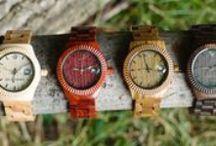 """Ab Aeterno / A je to tu!!! Představujeme vám novou značku dřevěných hodinek s přízviskem """"Made in Italy"""" Ab Aeterno, která v sobě kombinuje design, preciznost a vysokou kvalitu. Hodinky jsou vyráběny v několika barvách dle použitého dřeva na jejich výrobu. O chod těchto dřevěných hodinek této značky se stará švýcarská strojek té nejvyšší kvality – RONDA. Vůně dřeva, prvotřídní design, vysoká kvalita, jedinečnost – to jsou důvody proč je mít.  http://www.24time.cz/hodinky/?manufacturers%5B0%5D=35"""