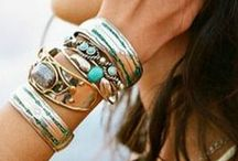 Acessories / Skeleton ring-bracelet beautiful!