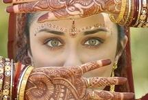 La perle d'ambre - les Beshariens / peau olivâtre à cuivrée, cheveux sombres et épais, yeux souvent sombres, plus ronds que les liliens.