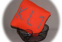 Mini coussins / Mini coussins tricotés à message SMS pour décorer une chambre d'ado en vente sur :  http://la-deco-de-calins-calines.alittlemarket.com ou http://fr.dawanda.com/shop/La-deco-de-Calins-Calines