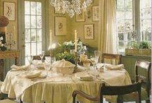 mini diningroom / decorating in miniature.