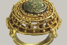 Medieval jewellery/treasure/objects