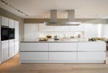Koolschijn SieMatic Modern / SieMatic keukens combineren design met functionaliteit en totale perfectie. En dat al meer dan 50 jaar lang! In een tijd waarin de greeploze keuken gewoon is geworden, bewijst SieMatic dat het ook ongewoon kan: puur design, geavanceerde techniek, ongekende luxe en rijke uitstraling.