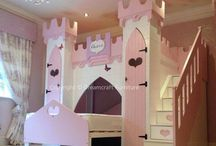 Princess Bedrooms and Beds / Perfect ways to create magical princess bedrooms for kids. All the inspiration you need to make her feel like a true princess.