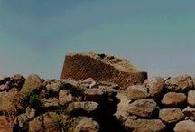 Arcuriosando tra Torri, tombe, castelli e Nuraghi / Archeologia in cammino nell'isola di Sardegna