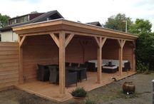 Douglas houten veranda met robuust overstek / Het hele jaar door genieten van het buitenleven. www.uwverandaspecialist.nl