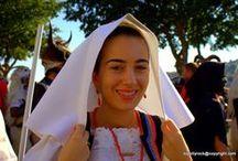 Del Costume di Busachi / Itinerari leggeri nel mondo della cultura sarda con tematiche inerenti ai costumi Sardi e alla loro singolarià rispetto al panorama mediterraneo....