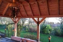 Sfeervolle veranda met pannendak in Obdam / Een prachtige Douglas houten veranda met pannendak in herenhuismodel. Het geheel is gecombineerd met een bergruimte.  www.uwverandaspecialist.nl